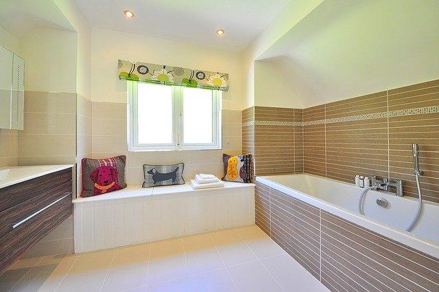koupelna s oknem