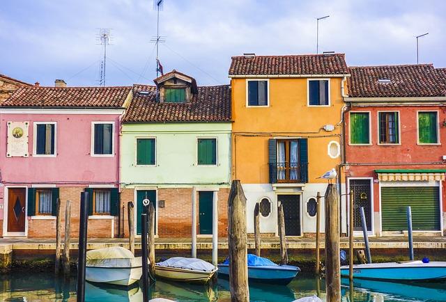 barevné řadové domy
