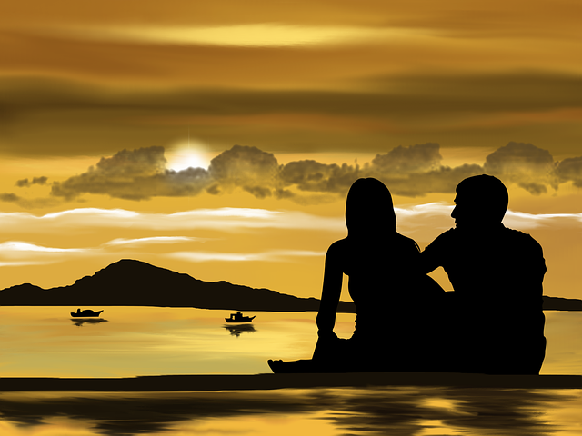 milenecký pár na pobřeží