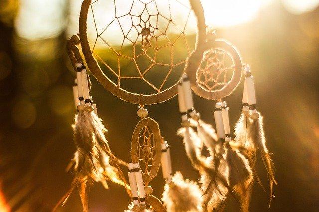 lapač snů v západu slunce